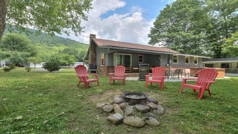 Enjoy a fire while sitting creek side.  Mountain View from the front of house.