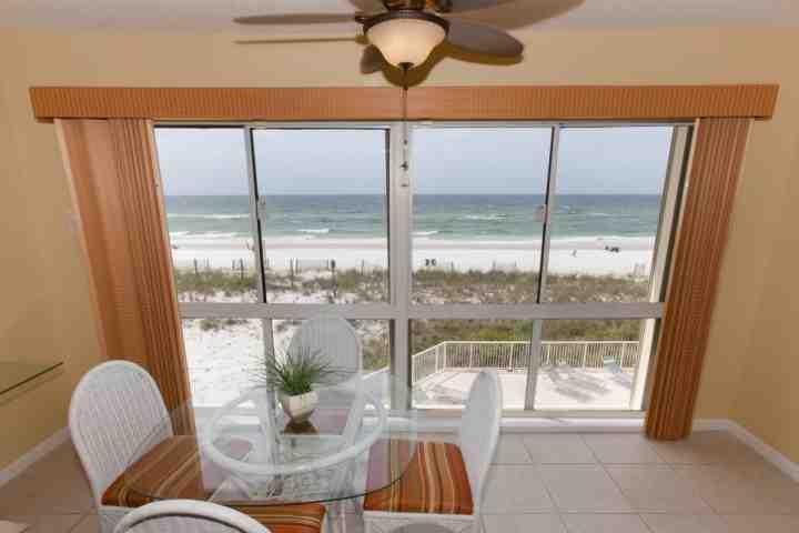 Prachtig uitzicht op het strand en de Golf