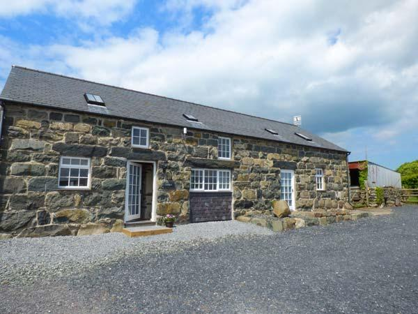Y STABAL, semi-detached, electric fire, parking, garden, in Criccieth, Ref, vacation rental in Chwilog