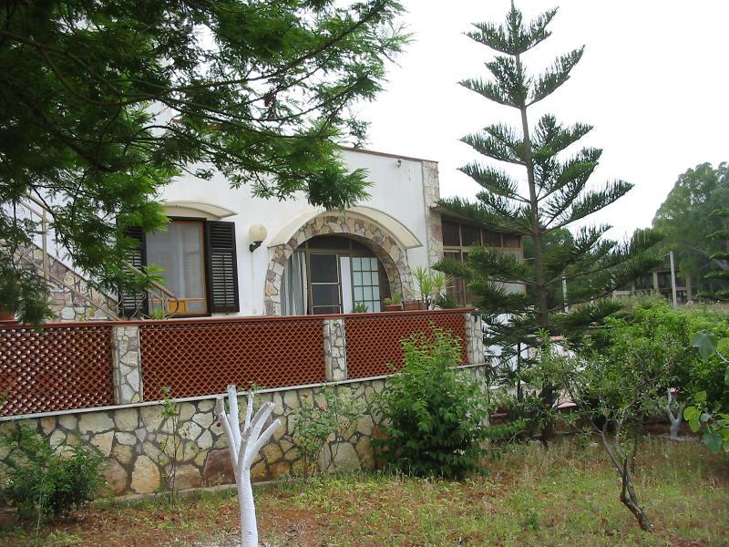 Villa Domus Sicciara vista dal giardino