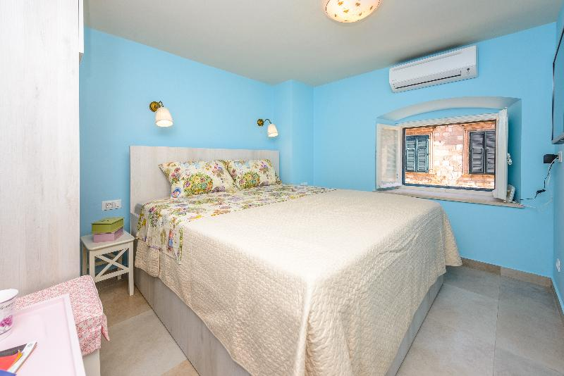 Stradun view en suite bedroom no.4, Old Town Dubrovnik