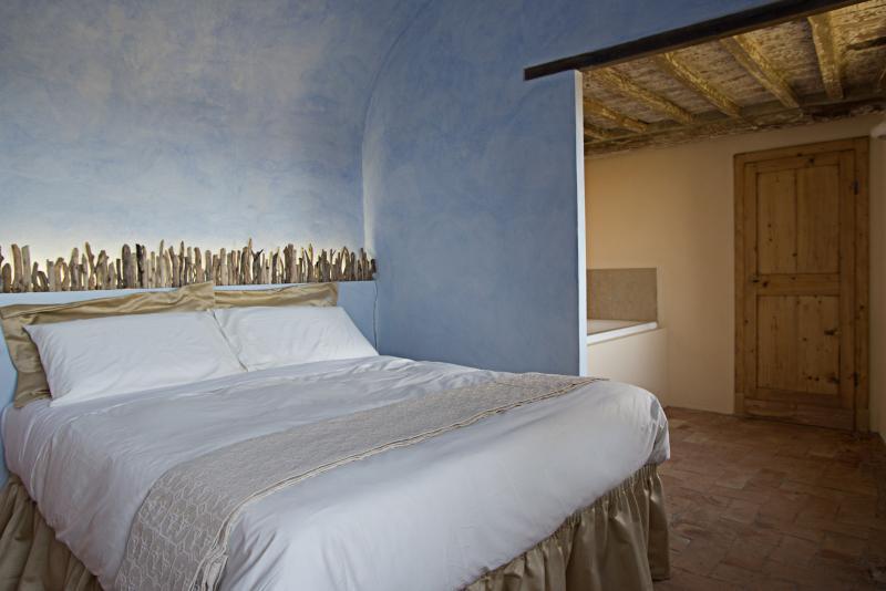 La suite Eleonora al primo piano con magnifica vista sulla città di Volterra