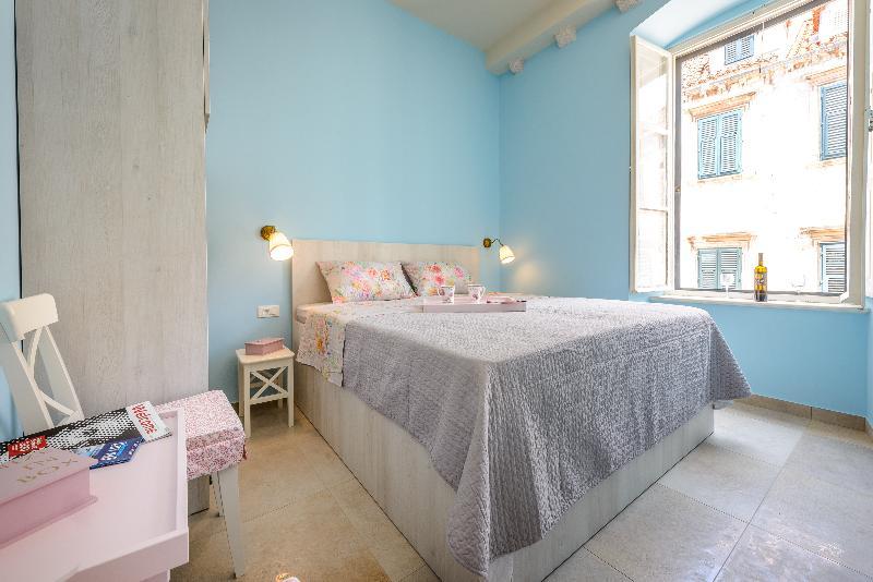 en suite ROOM number 2, 2nd floor, 20steps