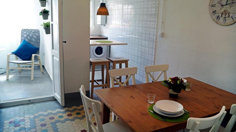 Piso centrico por las Torres de Serrano con wifi, location de vacances à Burjassot