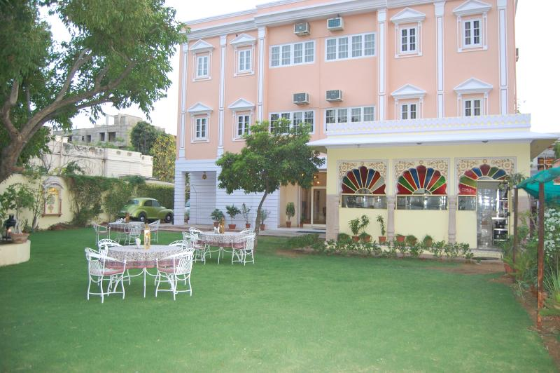 Anuraag Villa: A hallmark of hospitality, holiday rental in Jaipur District