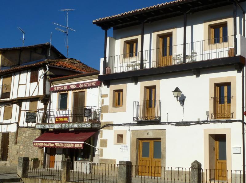 Apartamentos rurales Entre Fuentes 1-6 personas, holiday rental in Cuacos de Yuste