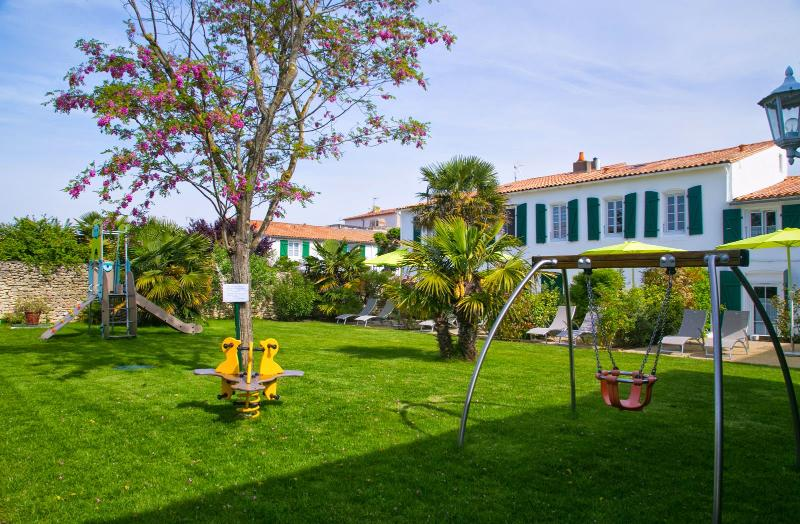 Large garden with playground for children (slide, swing, etc), barbecues