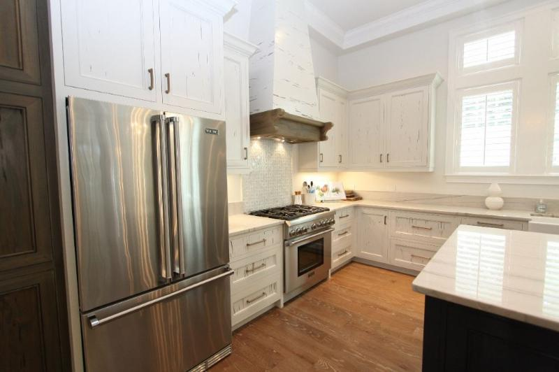 Kitchen Showing Stainless Appliances