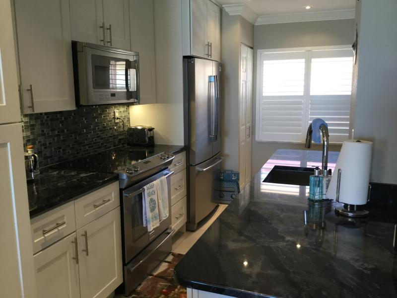 Fully equipped modern spacious kitchen with granite counter tops.