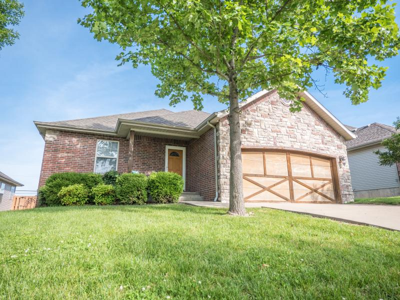 This 3 bed 2 bath home is perfect for your Branson getaway.