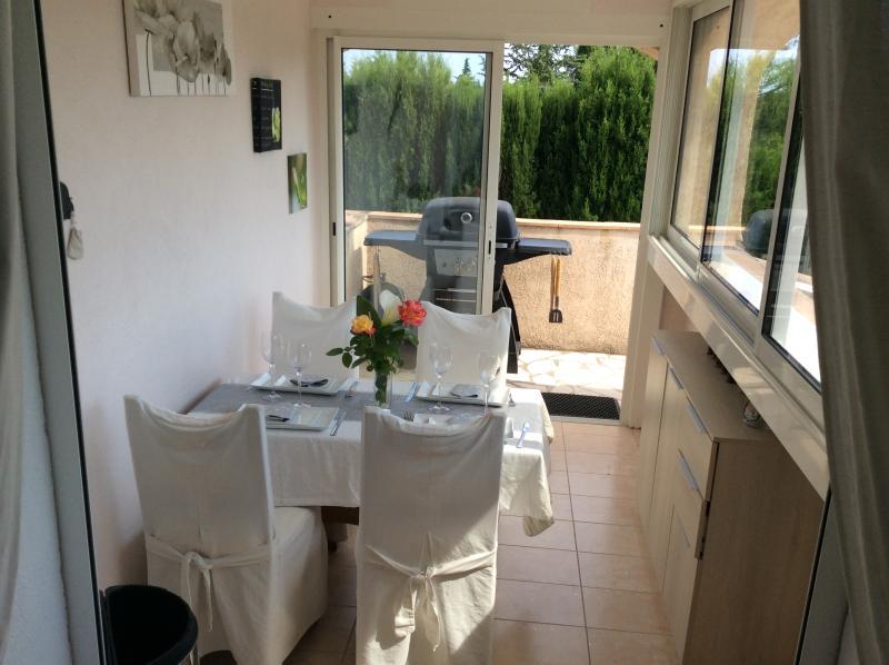 Mas provençal maison et appartement,grande piscine, holiday rental in Bagnols-en-Foret