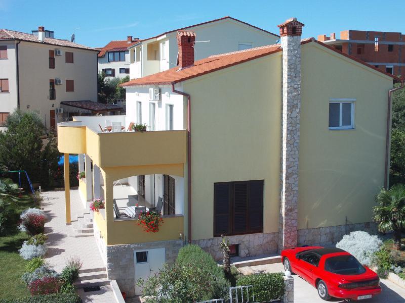 Ferienhaus Sandra 1 Wohnzimer und 3 Schlafzimmer gr. Überdachte Terasse mit Meeres Blick