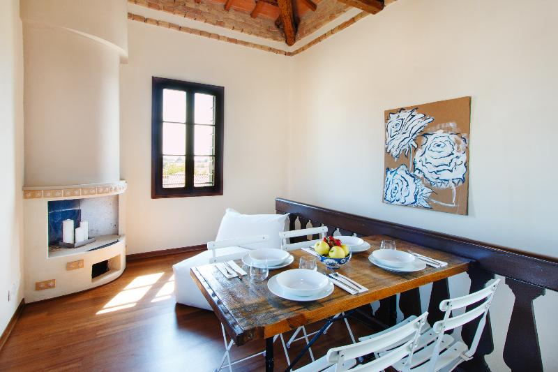 Apartment in a house on the canal near Venice, location de vacances à Battaglia Terme