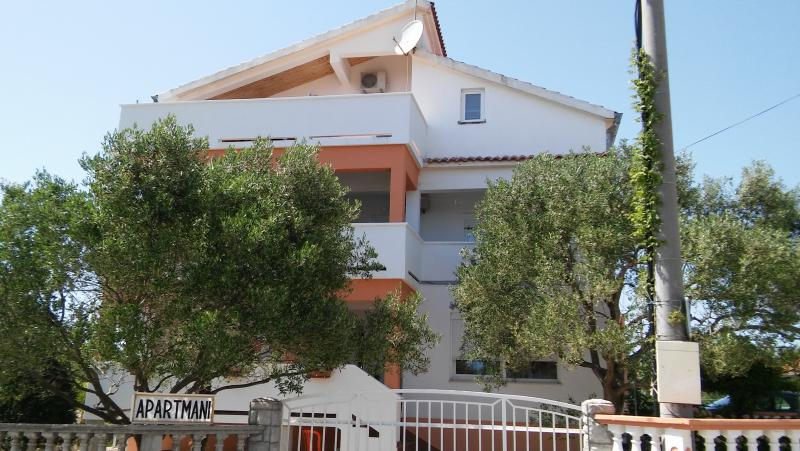 Apartments Mira, holiday rental in Bibinje