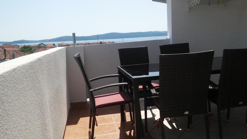 Apartments Mira  for 8 persons, holiday rental in Bibinje