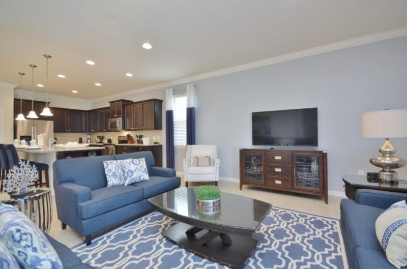 Sofá, muebles, centro de entretenimiento, decoración del hogar, ropa de cama