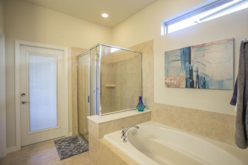 Interior, Habitación, Cuarto de baño, Suelo, Suelo