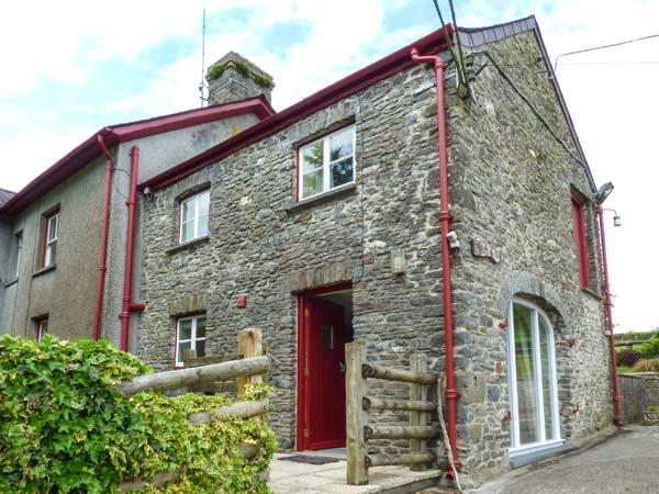 CRUD-Y-BARCUD, character cottage, on working livestock farm, walks and cycle, vacation rental in Lampeter