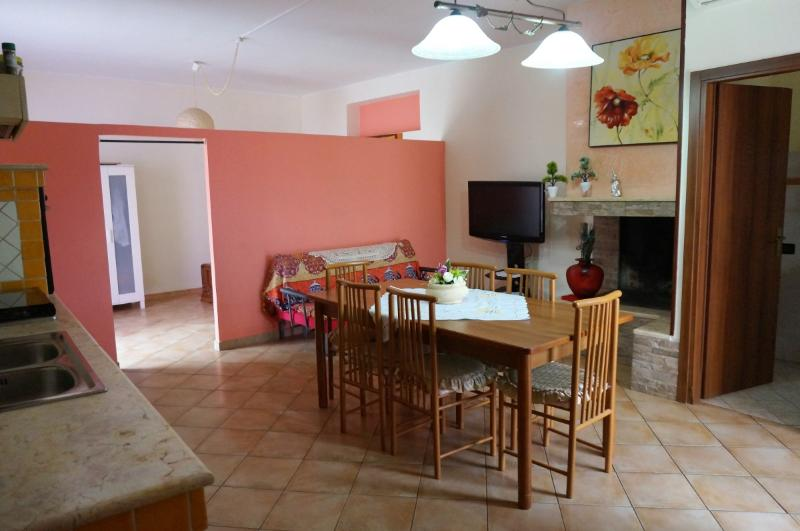 Holiday house in the countryside villa in Matino 7 km from the sea and beaches o, vacation rental in Matino