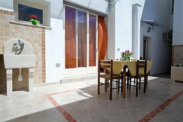 Two-roomed holiday house Rosa in Ugento in Salento a few kilometers from the sea, holiday rental in Gemini
