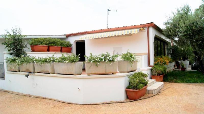 Country house holiday villa with swimming pool in Tuglie a few kilometers from G, holiday rental in San Simone