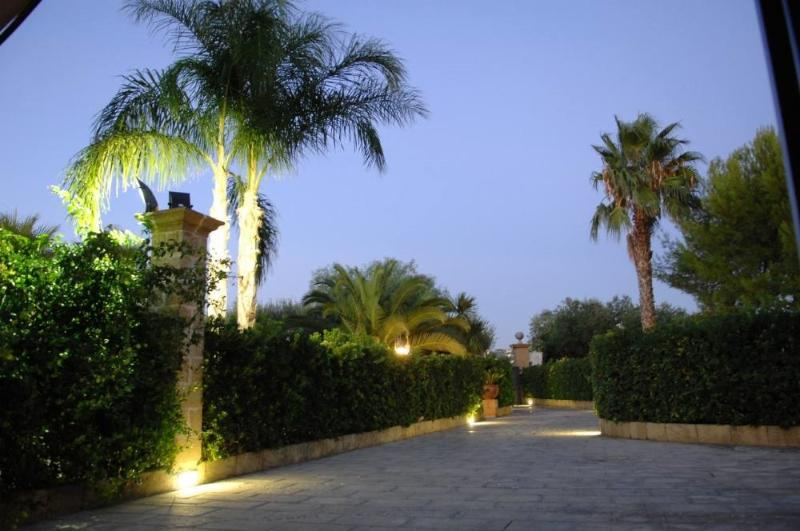 Villa with pool for holiday rental in Tuglie Salento Apulia a few miles from Gal, holiday rental in San Simone