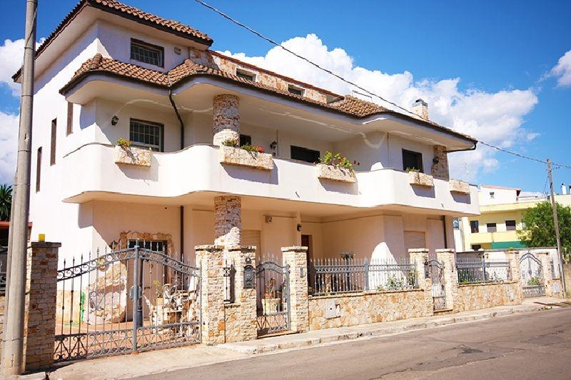 Independent holiday home in Salento Apulia in Casarano a few miles from the beac, casa vacanza a Casarano