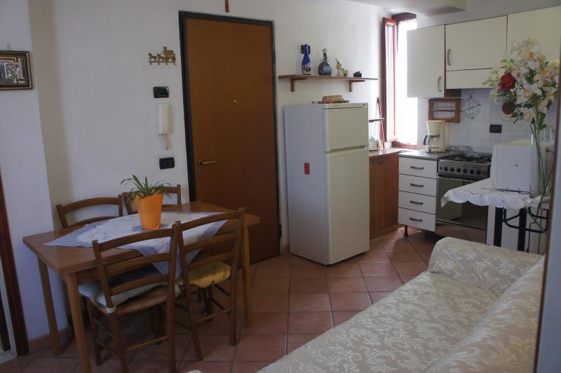 Mesa de sala Detalhes principais detalhes de cozinha porta de entrada.