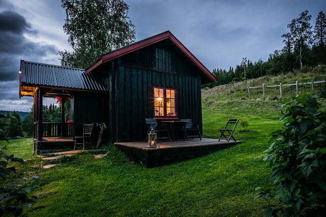 Charming cabin at Paulsrud Farm, location de vacances à Lillehammer