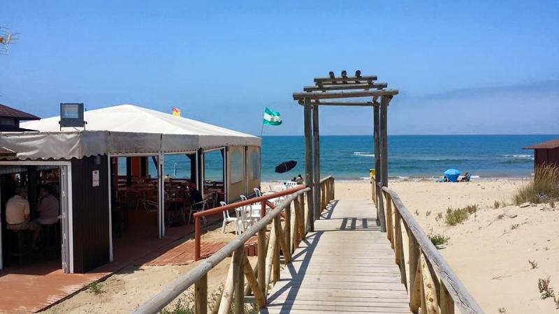 Acceso a la playa del Camarón, a 2 minutos de la urbanización TorreLaguna.