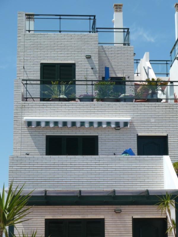 Fachada del duplex con solarium