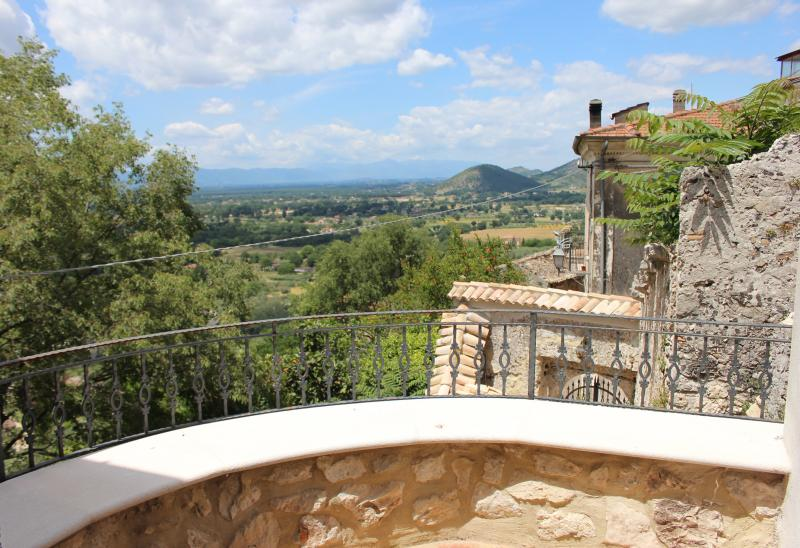 Castello - Appartamento panoramico, holiday rental in Roccasecca