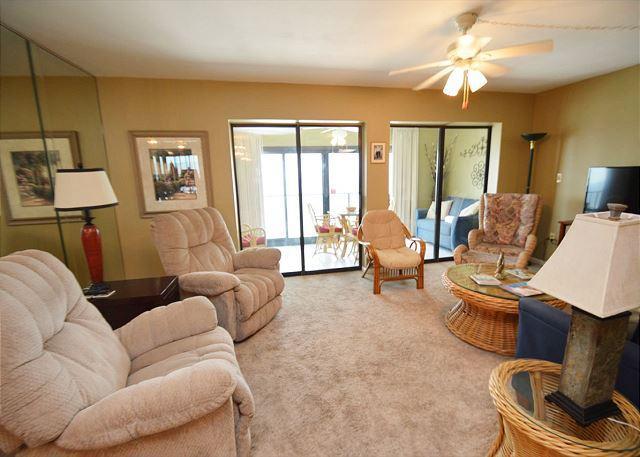Beach Front Condo with Spacious Living Room ~ Bender Vacation Rentals, location de vacances à Gulf Shores
