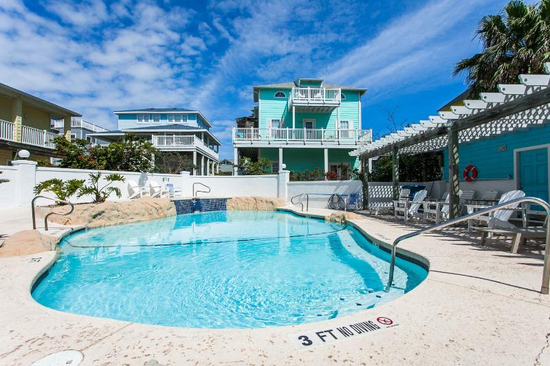 Anchor House/Guest Quarters Immediately Next to Sand Point Neighborhood's Private Pool/Hot Tub Area