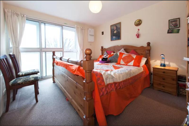 Double bedroom in Hounslow, Ferienwohnung in Isleworth