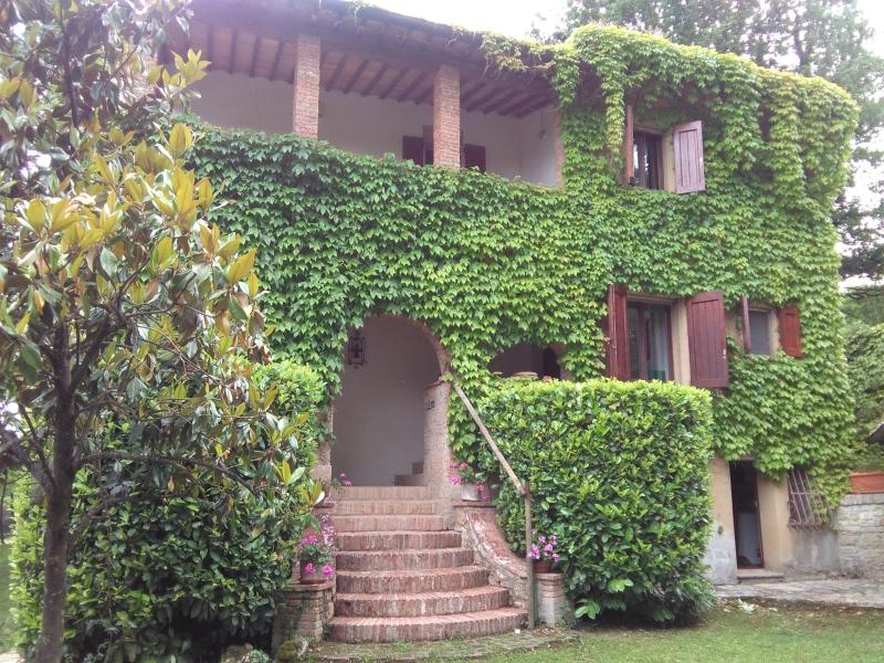 tuscany villa  for 6 people , three  bedrooms with private bathroom with pool  and gaden , wifi