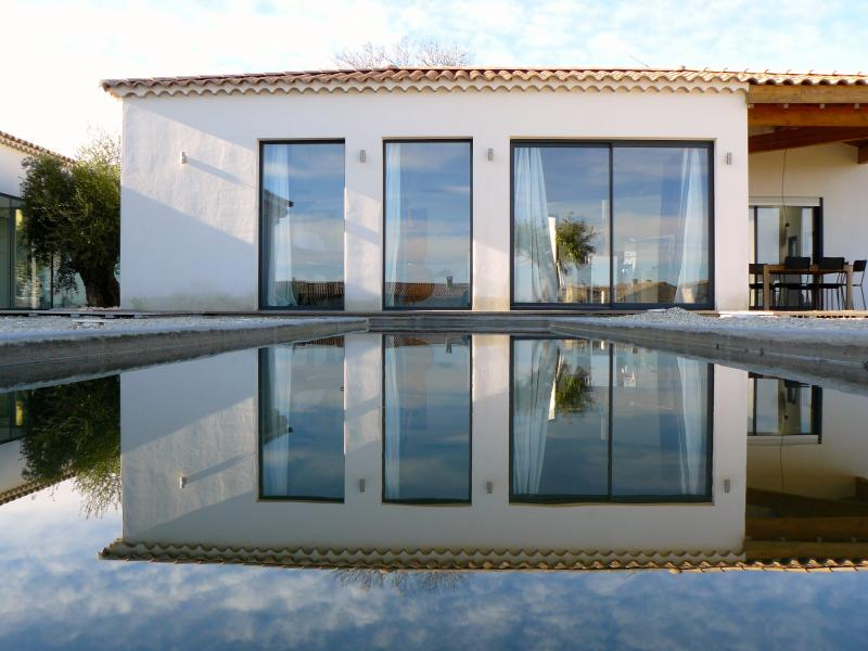 Contemporary villa with private pool in the medieval village of Uzès