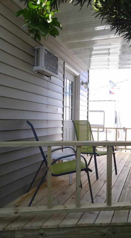 diminuto porche de la casa