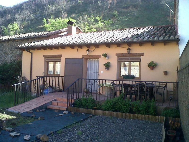 Casa adosada tradicional en montana centra en Leon, alquiler de vacaciones en León
