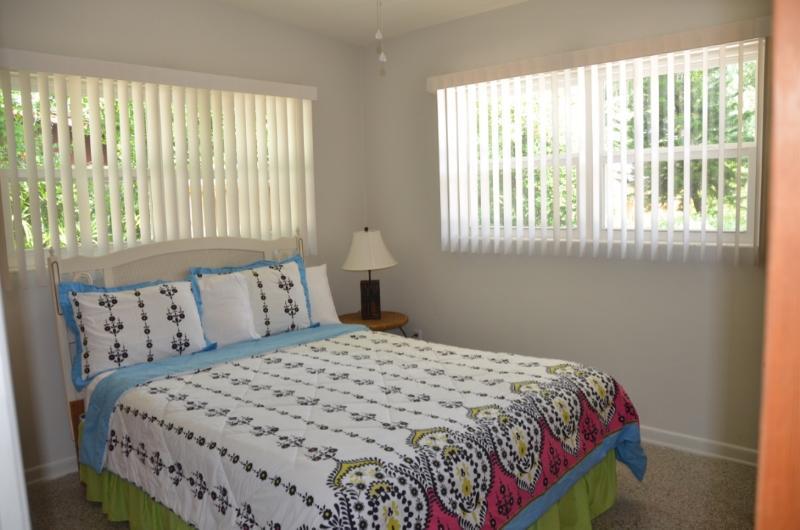 2nd Bedroom w/Queen size bed