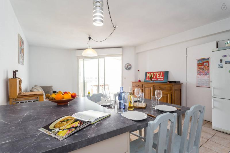 Great calm apartment near the Port for 6, WIFI
