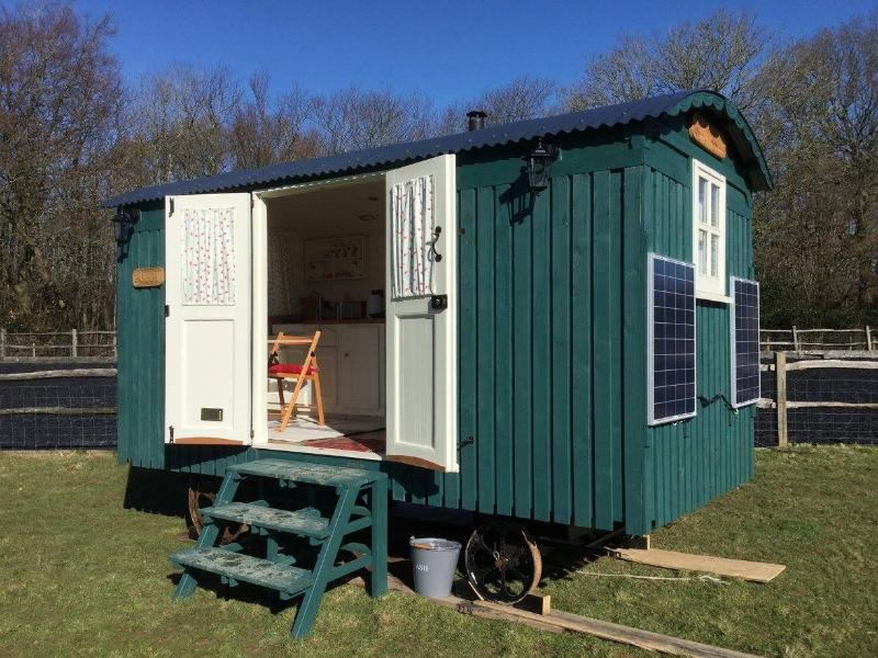 Bluecaps Farm Glamping, holiday rental in Pembury