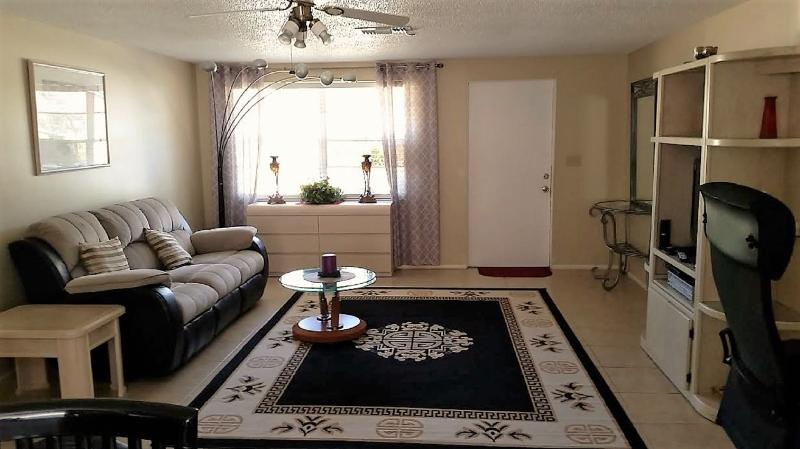 Large Appartment in Privet House On Walking Distance To Nokomis Beach, holiday rental in Laurel