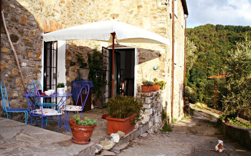 Appartamentino  casa terratetto in pietra CITR 011027_BEB_0006, vacation rental in Giucano