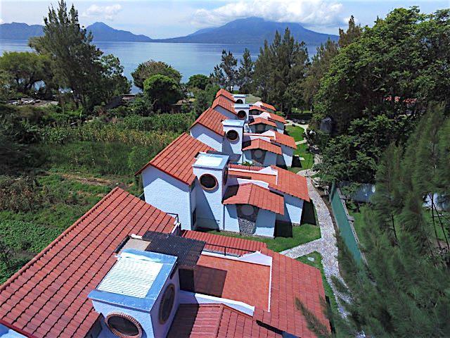Villas Jucanya in Lake Atitlan.  El lago de Atitlán como fondo.