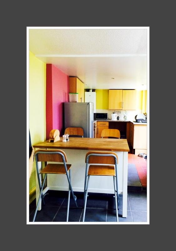 Fully kitted out Kitchen with breakfast bar