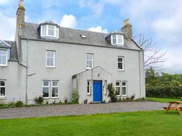 THE WEST WING, garden, dog-friendly, WiFi, off road parking, near, vacation rental in Grantown-on-Spey