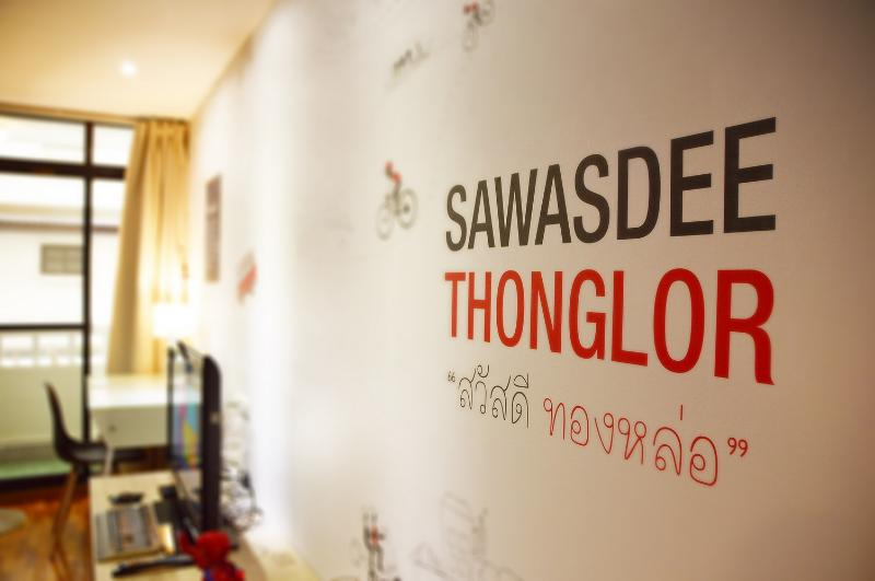 Sawasdee Thonglor - Hi in Thai