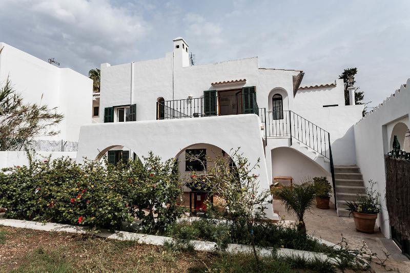 2 piano tipica casa Ibiza con giardino