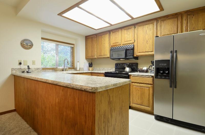 Indoors,Kitchen,Room,Microwave,Oven